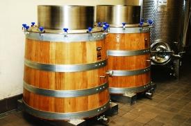 Reception des deux premières cuves tronconniques de vinification