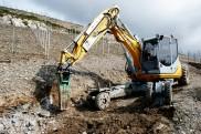 Préparartion d'un mur de soutènement pour la route du Clos.